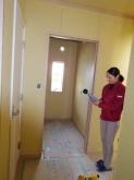防音工事完了です。遮音測定を行いました。 クロスと床のタイルカーペット貼りは工務店に引き継ぎます。