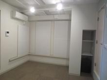 階段下のスペースを新しく収納に作り直しました。