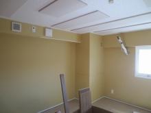 クロス施工前のお部屋です。 この状態で音テストを行います。
