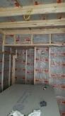 壁と天井の遮音補強です。 ぎっしり断熱材を詰めていきます。