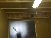 遮音壁と天井ができあがりました。 吸排気ダクトボックスを作っています。