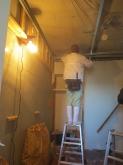 解体作業です。クローゼットも取り壊し防音工事を施します。