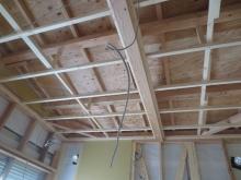 ハウスメーカーさんから引き継ぎ、当社の工事が始まりました。お部屋の一部分は平屋になります。