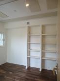 ハウスメーカーさんのクロス工事後です。 楽譜棚もしっかり設けました。