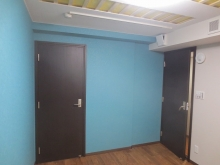 正面の扉は収納の扉です。木製防音ドアでそのまま使用できる計画です。