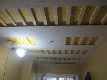 天井は遮音補強後に吸音天井に仕上げていきます。