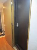 弊社では出入口は2重にドアを計画します。