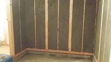 躯体補強の壁モルタル塗りです。 かなりの重量があるお部屋になります。