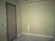 断熱材を詰めた後、石膏ボードを張っていきます。 木工事終了です。