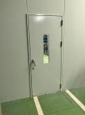 スチール製の防音ドアがはいりました。 壁も塗装完了です。