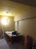 防音室の壁と天井ができあがりました。 天井を吸音天井に仕上げていきます。