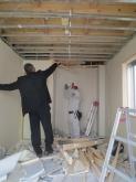 解体作業が始まりました。 天井には鉄骨がはいっていましたが撤去します。