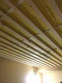 天井は遮音補強後に吸音天井へ仕上げていきます。吸音天井の下地組みの様子です。