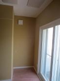 収納部分も防音工事が完了しました。 天井には弊社オリジナルの吸音パネルを設置しています。