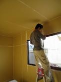 解体が終わり、遮音補強をしています。 躯体補強をして、内側に防音室の壁を作っていきます。