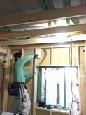 躯体の遮音補強後に新しい下地を組み防音室側の壁をつくっていきます。