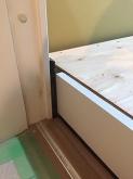 浮き床が完成しました。 既設床の上に浮き床を施工しているので12センチほど床が上がります。