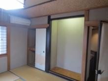 改修前のお部屋です。 床の間と押入れも解体し楽器棚と楽譜棚に作り直します。