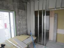 隣部屋への開口は埋めて壁にします。