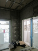 季節の掃き出し窓は生かし明るいお部屋に仕上げます。