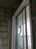 吐き出し窓には内側に2重の樹脂サッシで計画しています。