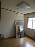 工事が始まりました。解体前のお部屋です。