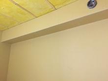 石膏ボードをはり、遮音壁と天井ができあがりです。 天井は吸音天井に仕上げていきます。