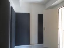クロス施工後です。壁の吸音パネルも設置し、弊社の工事が終了です。