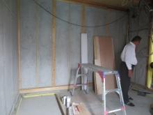 壁はモルタル塗りをして躯体補強です。