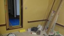 石膏ボードを張って防音室側の壁が完成です。 ドラム室なのでクロス施工後に壁にも吸音パネルを設置します。パネル設置用の腰見切りを施工しました。