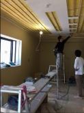 天井は遮音工事後に吸音仕上げをしていきます。