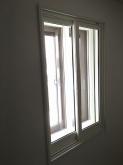 既設の窓の内側に2重の樹脂サッシをいれて陽の光入るお部屋仕上がっています。