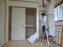 改修前のお部屋です。お部屋内の既設押入れは撤去します。