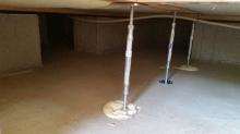 防音室はかなりの重量感になるので床下に束補強です。