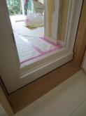 既設ドアの内側に木製防音ドアを設置しました。