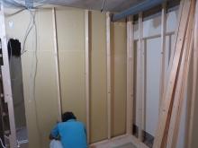 弊社の木工事が始まりました。 遮音補強開始です。