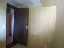 出入り口には木製の防音ドアを2重で設置しています。