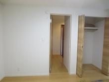 クローゼットも一度取り壊し、防音工事を施しお部屋を広く使います。