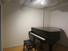 クロス施工後にピアノが入りました。