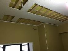 遮音補強が終わりました。 天井を吸音天井に仕上げていきます。