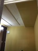 天井は遮音補強後に吸音天井に仕上げていきます。弊社のオリジナル吸音パネルを設置し長時間の演奏にも疲れにくいお部屋に仕上げます。