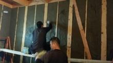 先に基礎コンクリート工事にはいらせていただきました。 壁はモルタル塗りです。