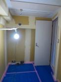 防音室内です。 音テスト後にクロスを施工します。 クロス前のパテ塗り中です。
