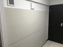 壁にも吸音パネルを設置しました。