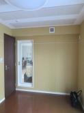木工事完了です。出入り口には木製防音ドアが入りました。 FIX窓も入りました。