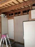 押入れも取り壊しました。 遮音工事を施し、もう一度収納を作っていきます。