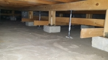 防音室はかなりの重量になりますので、床下の束補強を行いました。