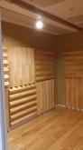 木工事が完了しました。 天井には弊社オリジナルの吸音パネルを設置しています。