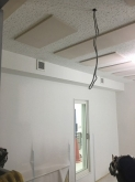 天井の梁のようなものは吸排気ダクトボックスです。