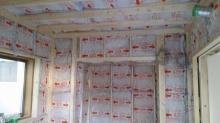 躯体の中に一回り小さいお部屋を作っていきます。 防音室の特徴である2重構造です。